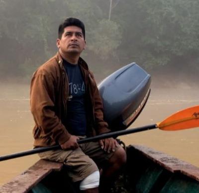 Victor navegando por el río Las Piedras